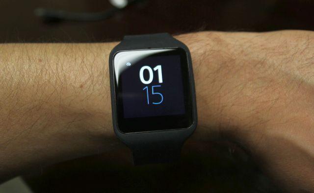sony smartwatch 3 rétroéclairage lcd allumé