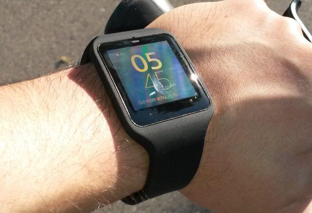 sony smartwatch 3 sur un vélo