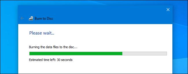 Une gravure de disque maîtrisée en cours dans l'assistant de gravure de Windows 10.