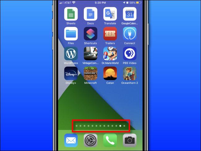 La page de l'écran d'accueil est pointée au-dessus du Dock sur un iPhone.