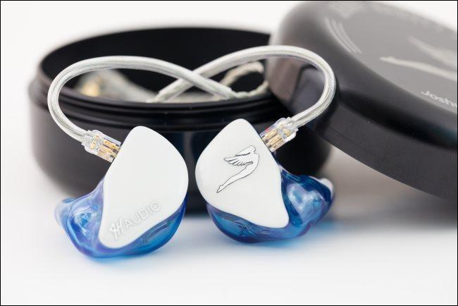 Écouteurs intra-auriculaires personnalisés pour un musicien.