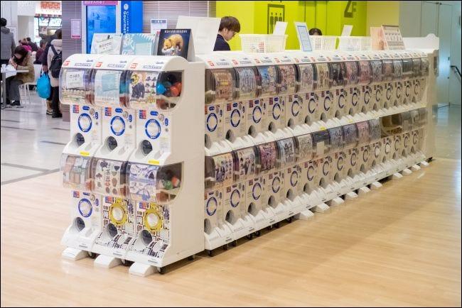 Jeux Gacha dans un centre commercial à Sapporo, Japon.