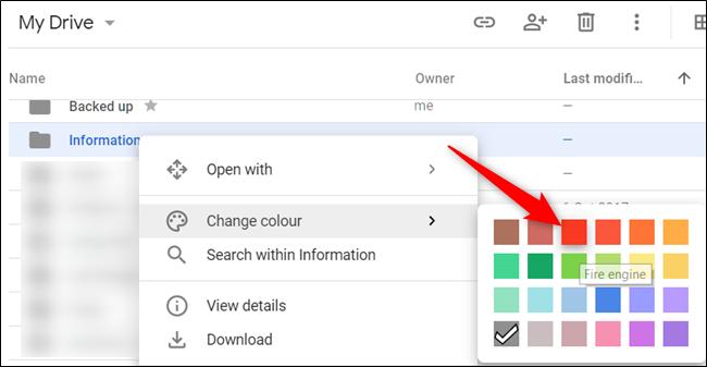 Cliquez avec le bouton droit sur un dossier, pointez le curseur de votre souris sur «Modifier la couleur», puis choisissez une couleur pour le dossier.