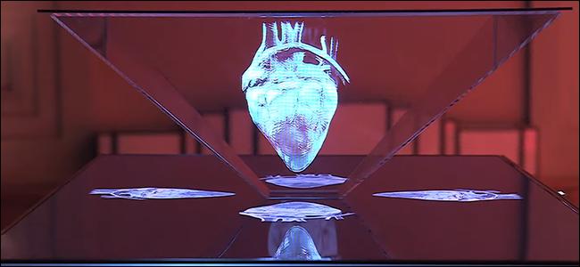 Un prototype de télévision holographique montrant un cœur humain.