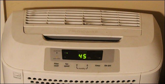 Déshumidificateur Frigidaire réglé à 45 humidité.