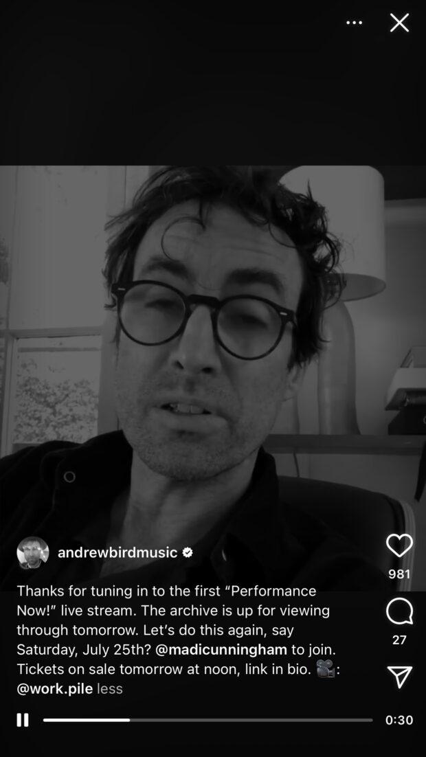 Andrew Bird partage sa performance musicale avec ses fans sur Instagram Live