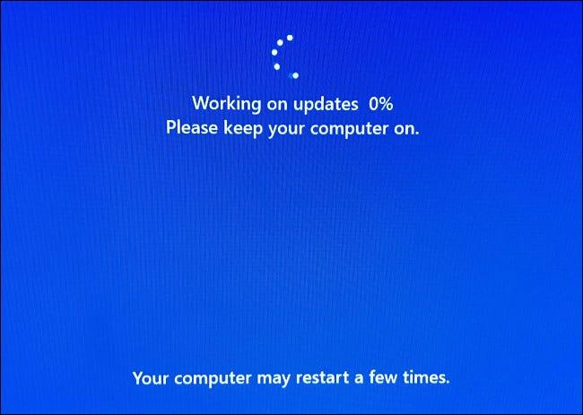 Lors de l'installation, votre PC redémarrera plusieurs fois et vous verrez un écran de progression bleu.