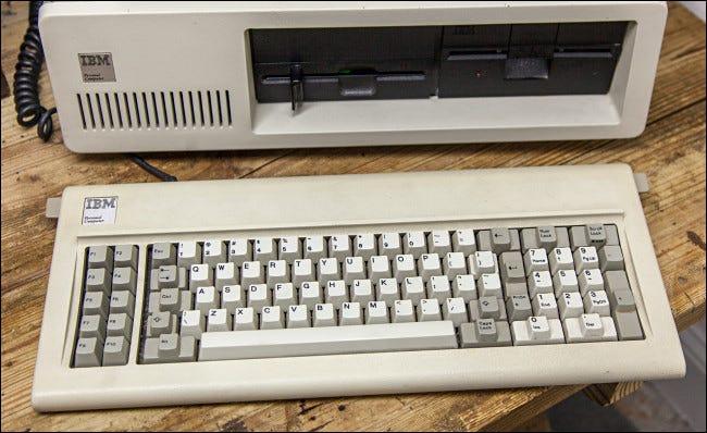 Le clavier IBM PC 5150.