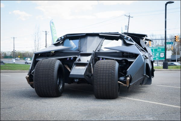 Le véhicule Batmobile Tumbler de Batman de la série de films Dark Knight